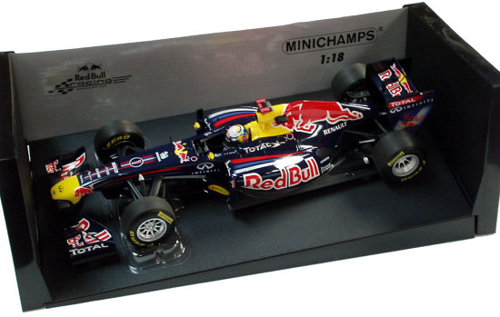 MINICHAMPS 1/18 2011 RED BULL RACING RB7 - SEBASTIEN VETTEL