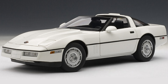 AUTOART 1/18 CHEVROLET CORVETTE 1986 - WHITE