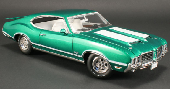 ACME 1/18 1972 OLDSMOBILE 442 W30 WITH STRIPES - RADIANT GREEN